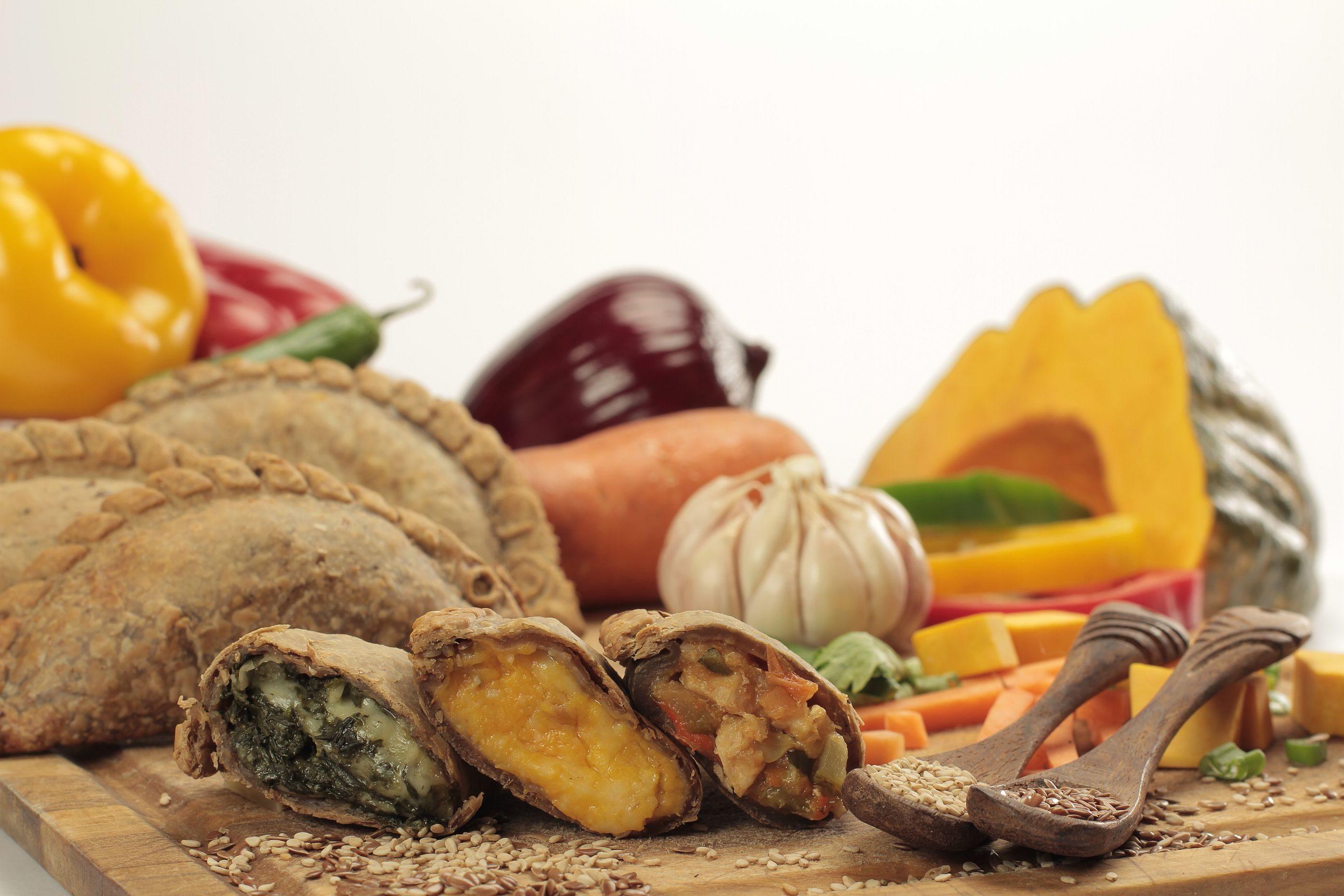 Empanada vegetariana de harina integral con verdura morrón calabaza cebolla de Cumen Cumen