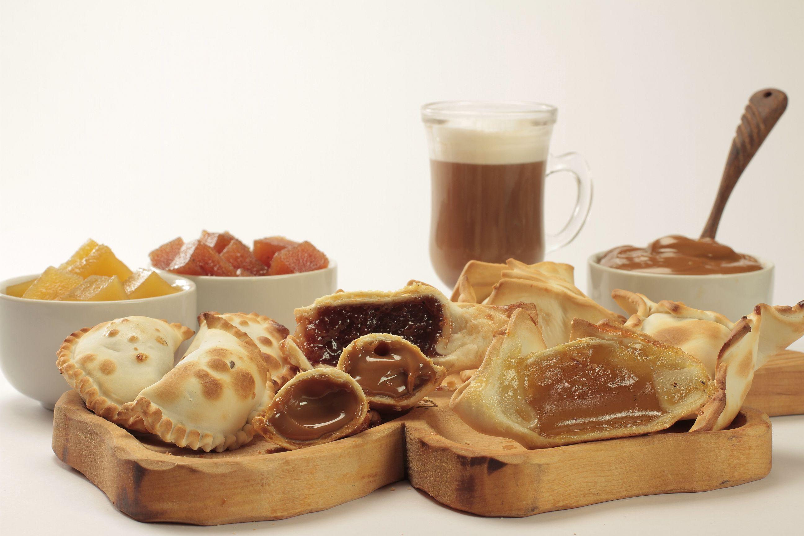 Empandas y pastelitos de batata membrillo y dulce de leche de Cumen Cumen